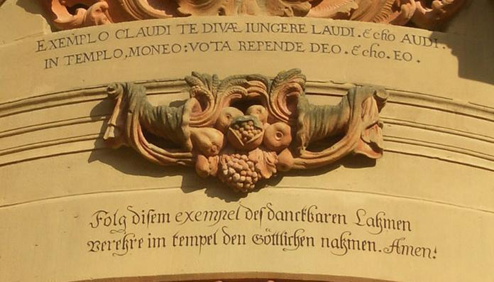 Image: Detail of the entrance to Schöntal's monastery church with a Knittel verse